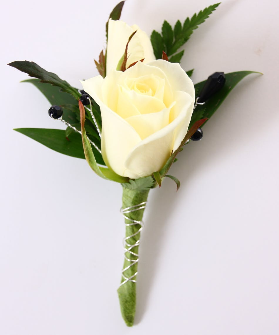 White Sweetheart Boutonniere Ny Prom Flowers